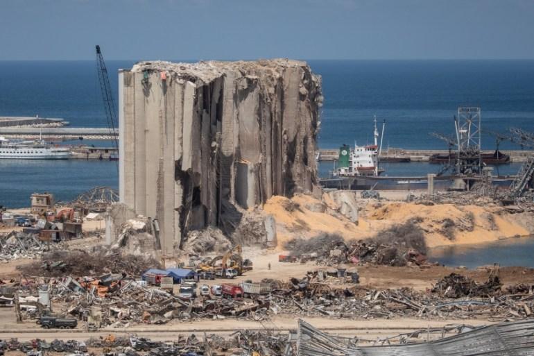 Pemandangan silo pelabuhan Beirut yang hancur setelah ledakan mematikan pada 17 Agustus 2020 di Beirut, Lebanon [Chris McGrath / Getty Images]