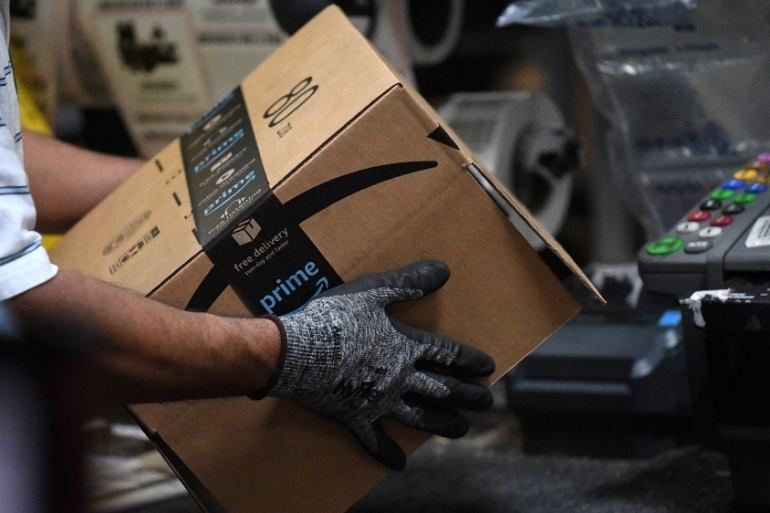 The complaint seeks unspecified damages for Black and Hispanic workers at Amazon.com's facility in Staten Island, New York in the United States [File: Clodagh Kilcoyne/Reuters]