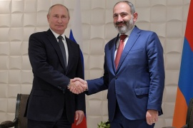 Russian President Vladimir Putin shakes hands with Armenian Prime Minister Nikol Pashinyan during a meeting on the sidelines of a session of the Supreme Eurasian Economic Council in Yerevan, Armenia October 1, 2019 [Alexei Druzhinin/Sputnik/Kremlin via Reuters]