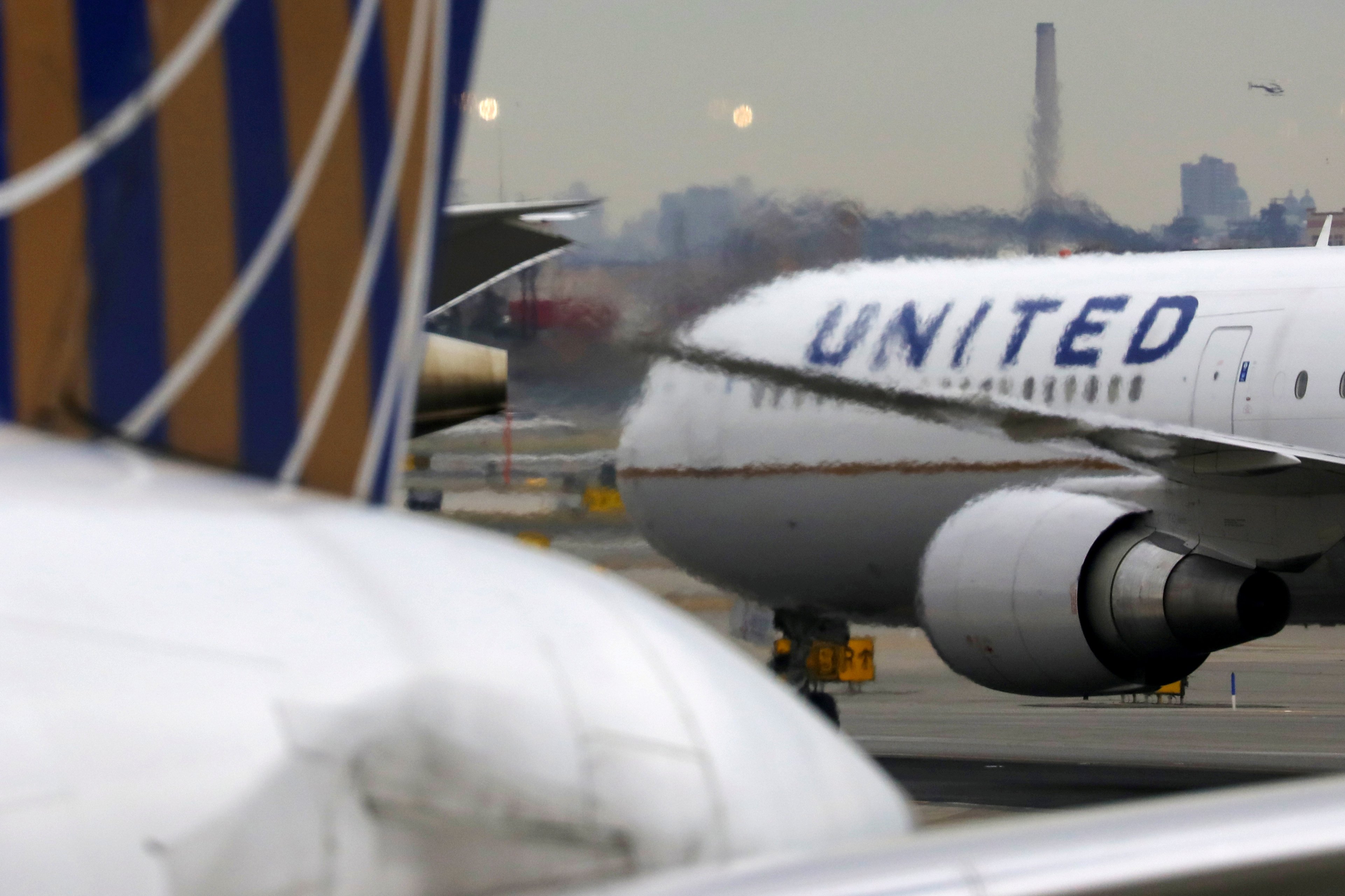 Layoffs averted: United Airlines reach deal with pilots