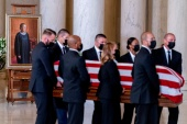 The flag-draped casket of Justice Ruth Bader Ginsburg, carried by Supreme Court police officers, arrives in the Great Hall at the Supreme Court in Washington, [Andrew Harnik/Pool via Reuters]