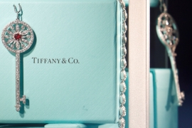 Tiffany said it was suing LVMH in Delaware and seeking a court order requiring the French group to abide by its contractual obligation under the deal to complete the transaction on the agreed terms [File: Gonzalo Fuentes/Reuters]