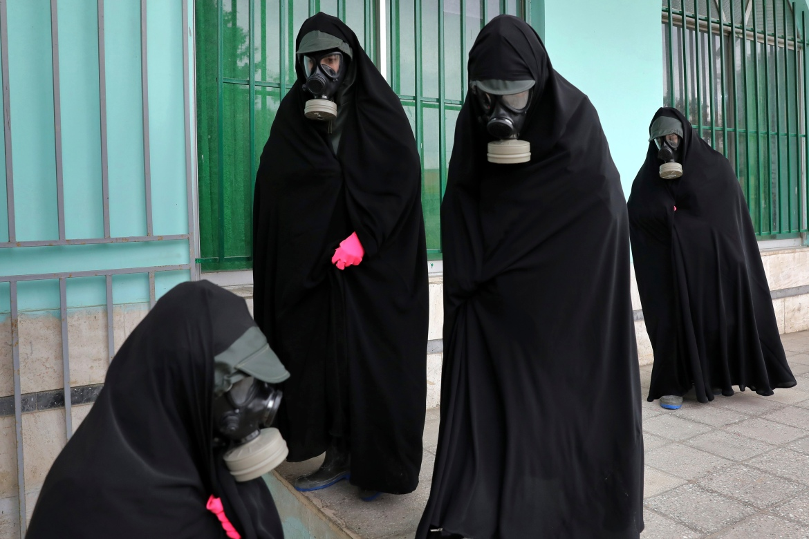 Women wearing protective clothing and 'chador', a head-to-toe garment, arrive at a cemetery to prepare the body of a victim who died from the new coronavirus for a funeral, in the city of Ghaemshahr, in north of Iran, on Thursday, April 30, 2020. [Ebrahim Noroozi/AP Photo]