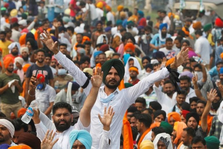 Indian farmers block roads, railways over farm bills | India News | Al  Jazeera