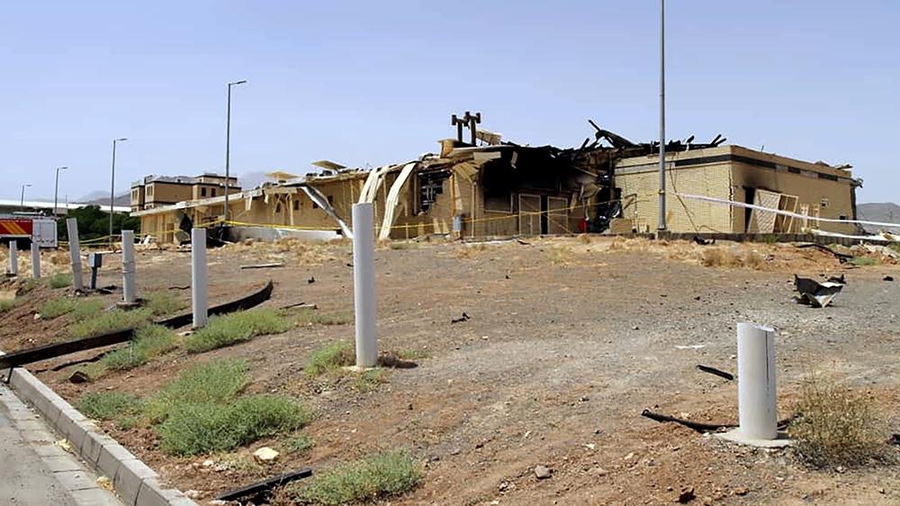 Um prédio danificado na instalação de Natanz, uma das principais usinas de enriquecimento de urânio do Irã, após um suposto ataque de sabotagem atribuído a Israel [Iran Atomic Organization via AFP]