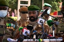 Colonel Assimi Goita (C), President of CNSP (National Committee for the Salvation of People) addresses to the press during the ceremony of the 60th anniversary of Mali''s independence in Bamako, on September 22, 2020, one day after announcing that the transitional presidency would be assigned to a retired colonel, Bah Ndaw, 70 years, ephemeral Minister of Defence in 2014. MICHELE CATTANI / AFP