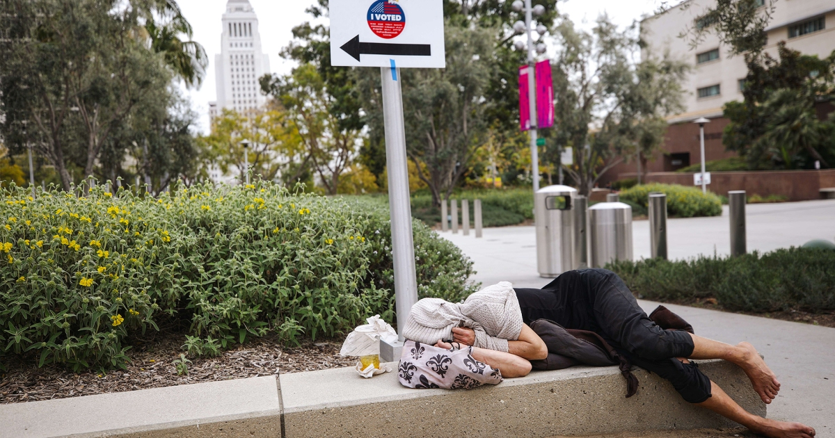 Pandemic exacerbates barriers to voting for homeless Americans