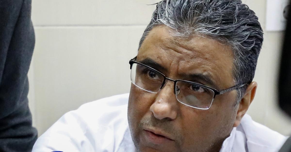 Mahmoud Hussein dari Al Jazeera diluncurkan dari jantung penahanan di Mesir thumbnail