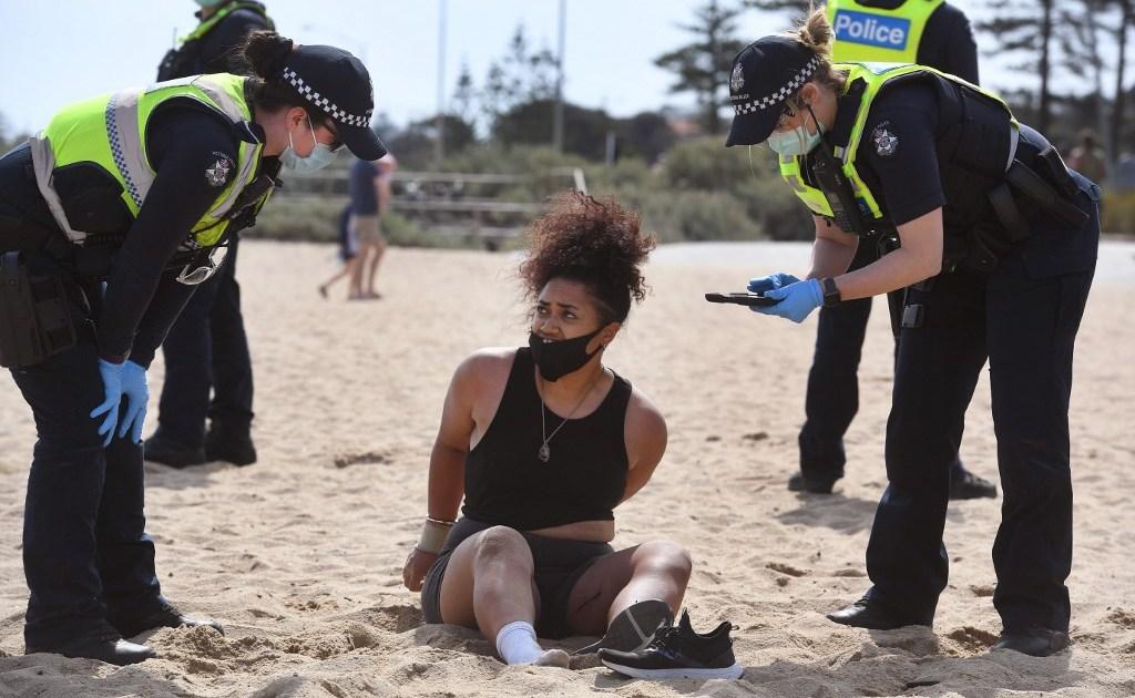 Aussies defy COVID limits and crowd Victoria's beaches parks – Al Jazeera English