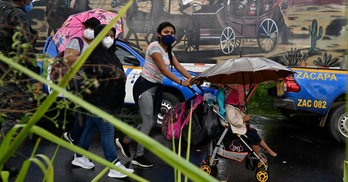 'There is no work': Hondurans brave risks in US-bound caravan thumbnail