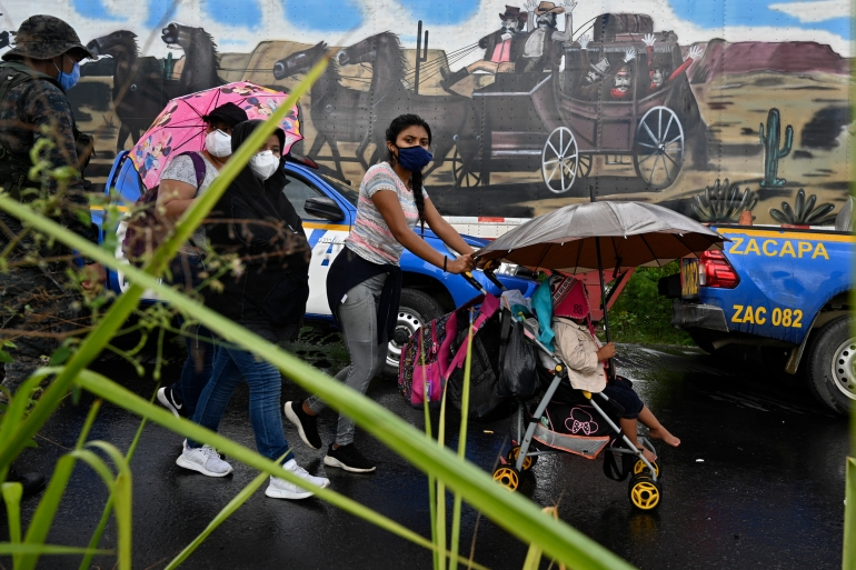 More than 3,000 Honduran migrants and asylum seekers entered Guatemala on Thursday without undergoing the required immigration and health checks [Johan Ordonez/AFP]