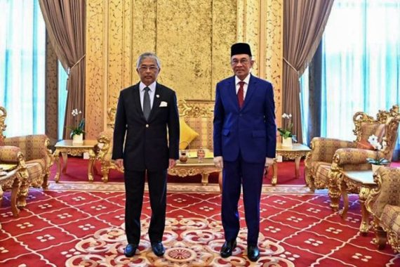 Anwar (right) said he had informed the king that he has the support of more than 120 lawmakers in the 222-strong parliament, disclosing his numbers for the first time but not the list of names [Malaysia National Palace Handout Photo/AFP]
