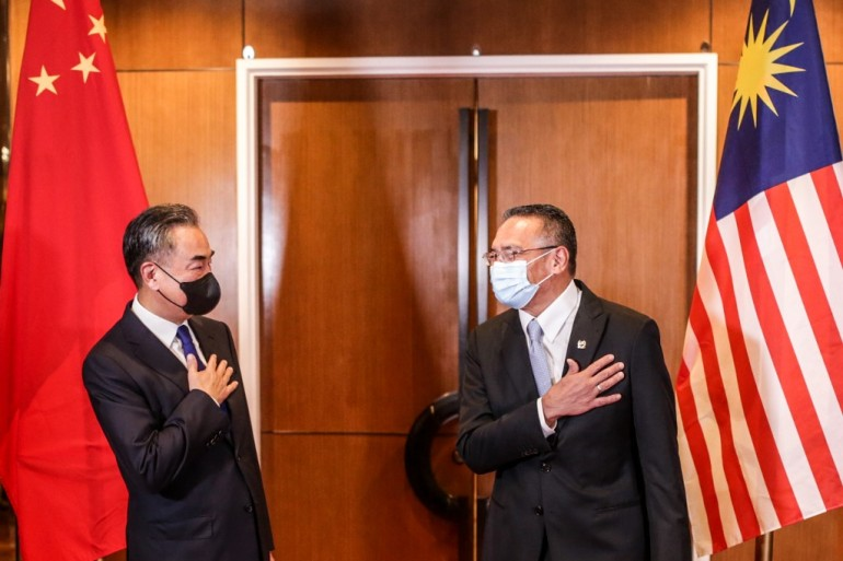 Malaysian Foreign Minister Hishammuddin Hussein (right) hosted a meeting with his Chinese counterpart Wang Yi (left) on Tuesday [H2O Image Handout photo via AFP]