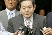 In this file photo taken on July 11, 2008, Lee Kun-Hee, former Samsung Group chairman, leaves after his trial as reporters ask him questions at a Seoul court [File: Jeon Hyeong-jin/AFP]