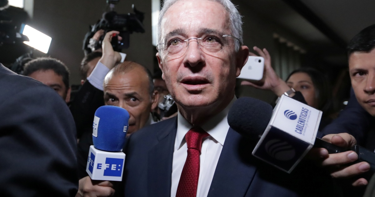 Judge lifts house arrest order on ex-Colombian President Uribe thumbnail