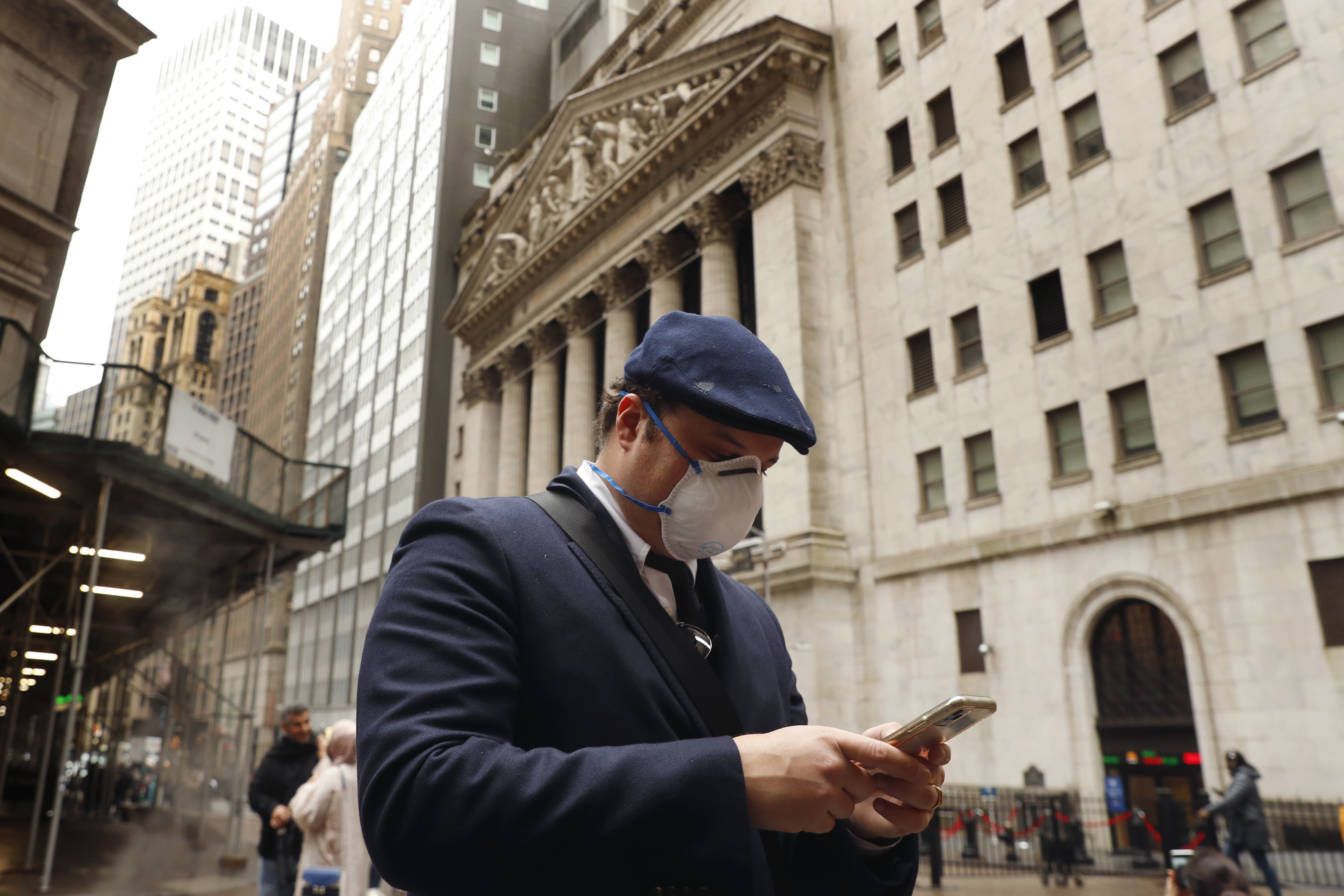 Wall Street adds more gains to last week's rally; tech leads