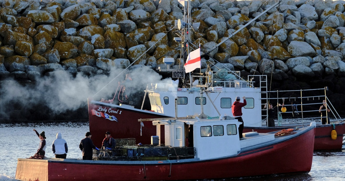 Canada: Indigenous fishers urge gov't action after violent raids thumbnail