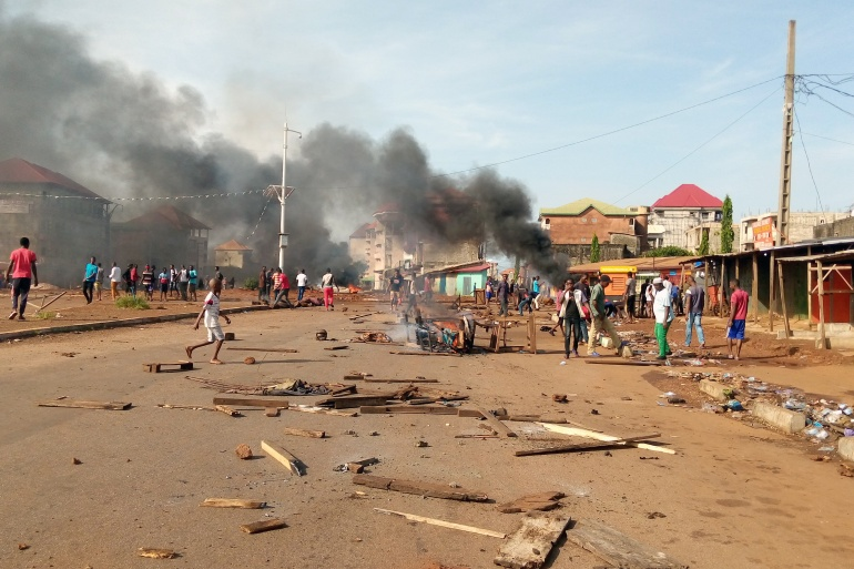 Supporters of Cellou Dalein Diallo, of the Union of Democratic Forces of Guinea party, set up barricades in the Ratoma district of Conakry [Souleiman Camara/Reuters]
