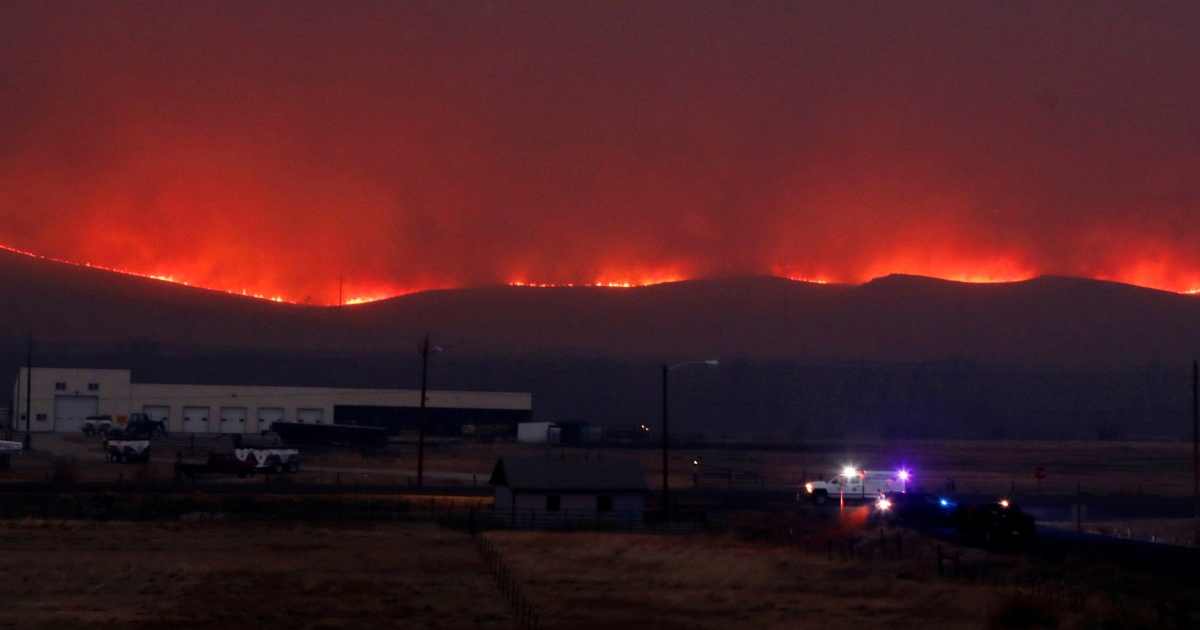 Record-breaking Colorado wildfires force more evacuations thumbnail