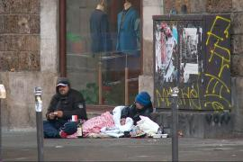 Sleeping rough in Paris: Homeless numbers on the rise