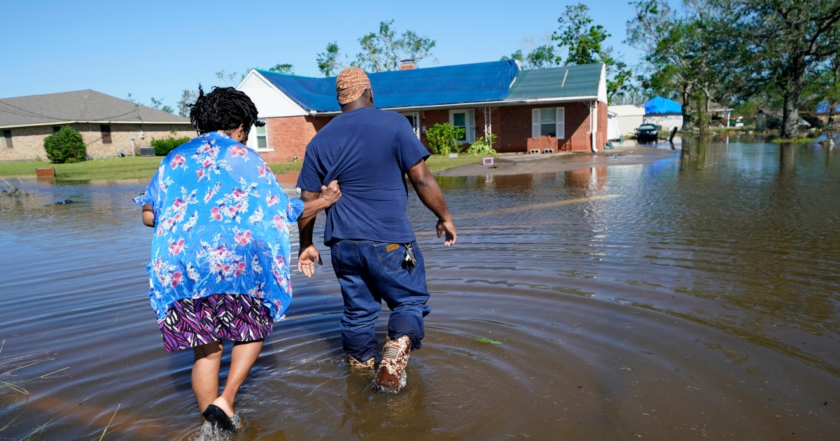 US: Louisiana residents continue clean-up after Hurricane Delta thumbnail