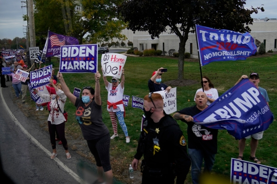 Supporters of President Donald Trump and Democratic presidential candidate Joe Biden, October 10, 2020, in Erie, Pennsylvania [Carolyn Kaster/AP]