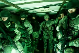 Special forces tactical unit preparing for raid (Getty Images)