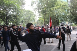 Protesters in Medan threw rocks at riot police as rallies against the omnibus bill turned ugly [Tonggo Simangunsong/Al Jazeera]