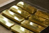 Gold could appreciate and the dollar could dip in the event that Washington agrees on passing a stimulus package [File: Andrey Rudakov/Bloomberg]