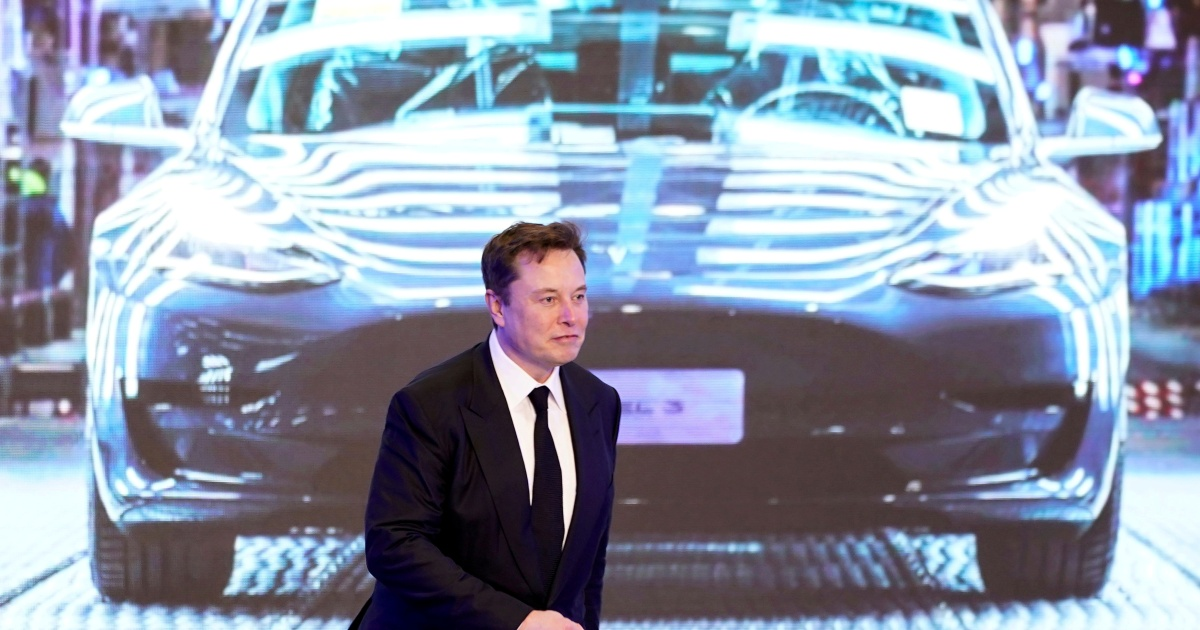 High speed: Tesla breaks revenue record, shares take off thumbnail