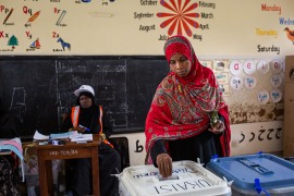 A woman casts her ballot at a polling station in the outskirts of Stone Town, Zanzibar, on October 28, 2020 [Patrick Meinhardt / AFP]