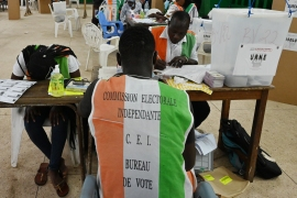 Electoral commission officials are seen at a polling station in Abidjan on October 31, 2020, during Ivory Coast's presidential election [Photo by Issouf SANOGO/AFP]