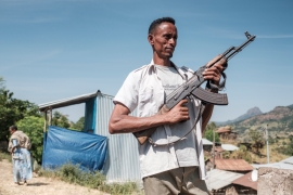 A fighter from Ethiopia's Amhara region in the town of Musebamb. [Eduardo Soteras/AFP]
