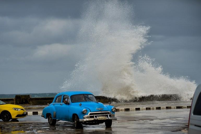 Blick auf den Malecon in Havanna, Kuba, während sich Tropensturm Eta nähert | Bildquelle: https://www.aljazeera.com/news/2020/11/8/eta-expected-to-be-hurricane-and-strike-florida-keys © Yamil Lage/AFP | Bilder sind in der Regel urheberrechtlich geschützt
