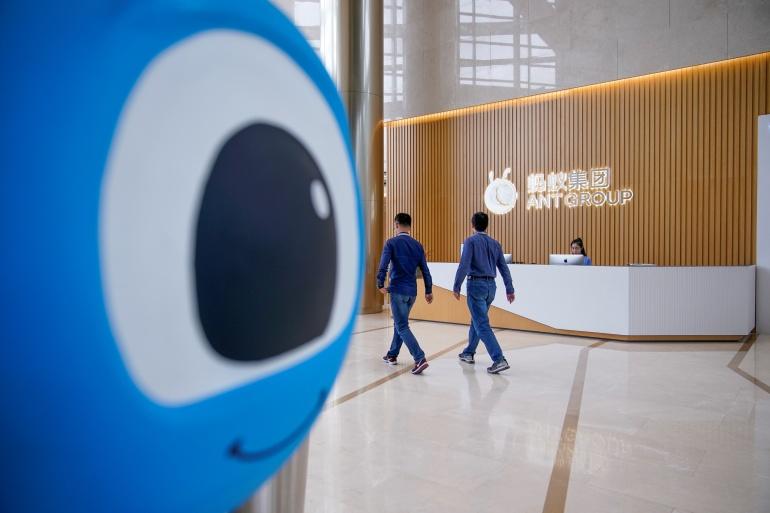 Ant ditetapkan untuk go public di Hong Kong dan Shanghai pada hari Kamis setelah mengumpulkan sekitar $ 37bn dalam rekor penjualan publik saham [File: Aly Song / Reuters]