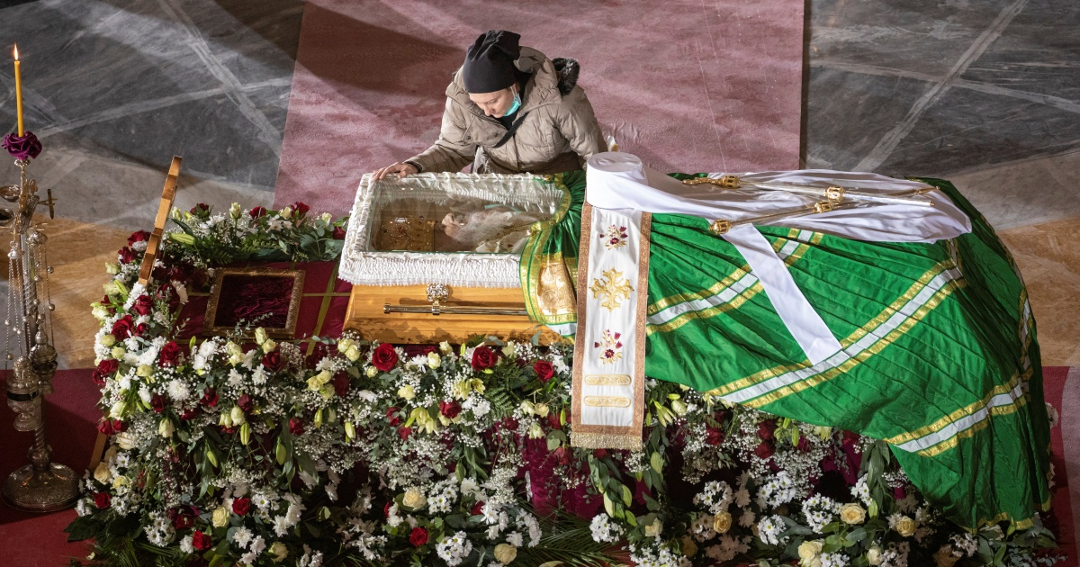 Hundreds gather for funeral of Serbia's Patriarch Irinej