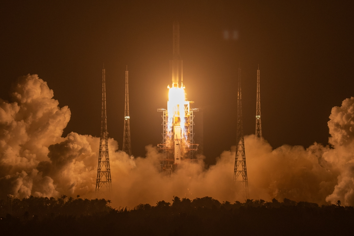 A Long March-5 rocket carrying the Chang'e 5 lunar mission lifts off at the Wenchang Space Launch Center in Wenchang in southern China's Hainan province. [Mark Schiefelbein/AP Photo]