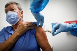 A volunteer is injected with a vaccine as he participates in a coronavirus disease (COVID-19) vaccination study at the Research Centers of America, in Hollywood, Florida, U.S., September 24, 2020. REUTERS/Marco Bello (Reuters)