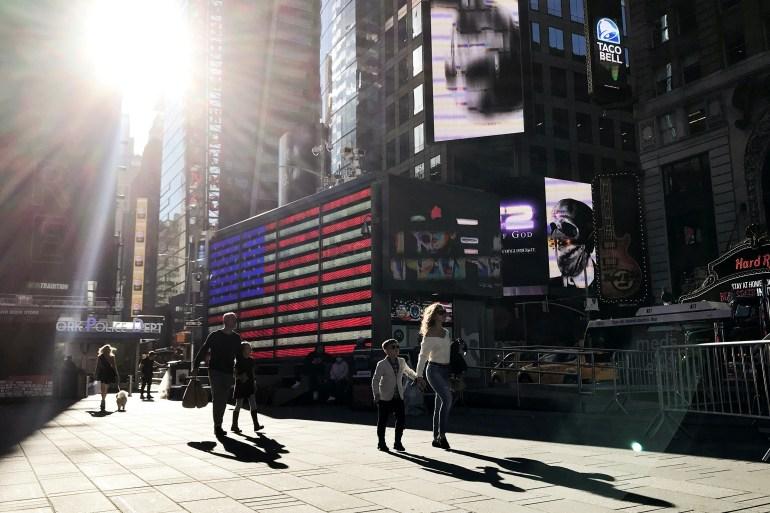 Indeks saham utama Wall Street berhenti sejenak pada hari Jumat tetapi masih berada di jalur untuk minggu terkuatnya sejak April [File: Carlo Allegri / Reuters]