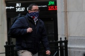 Wall Street appeared to be replaying the market's previous two weeks, which began with rallies driven by promising vaccine news but pulled back amid increasing COVID-19 cases and jobless claims [File: Brendan McDermid/Reuters]