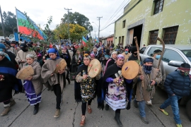 Mapuche Indigenous people protest against the Chilean government and demand the release of an imprisoned spiritual authority in Comuna Imperial, 35km south of Temuco in Chile, August 17, 2020 [File: Mario Quilodran/AFP]