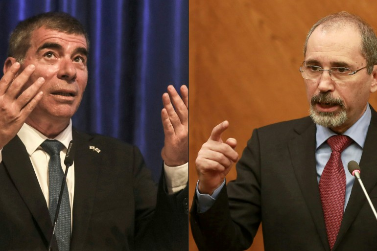 Israel's Foreign Minister Gabi Ashkenazi, left, and his Jordanian counterpart Ayman Safadi, right [Khalil Mazraawi/AFP]