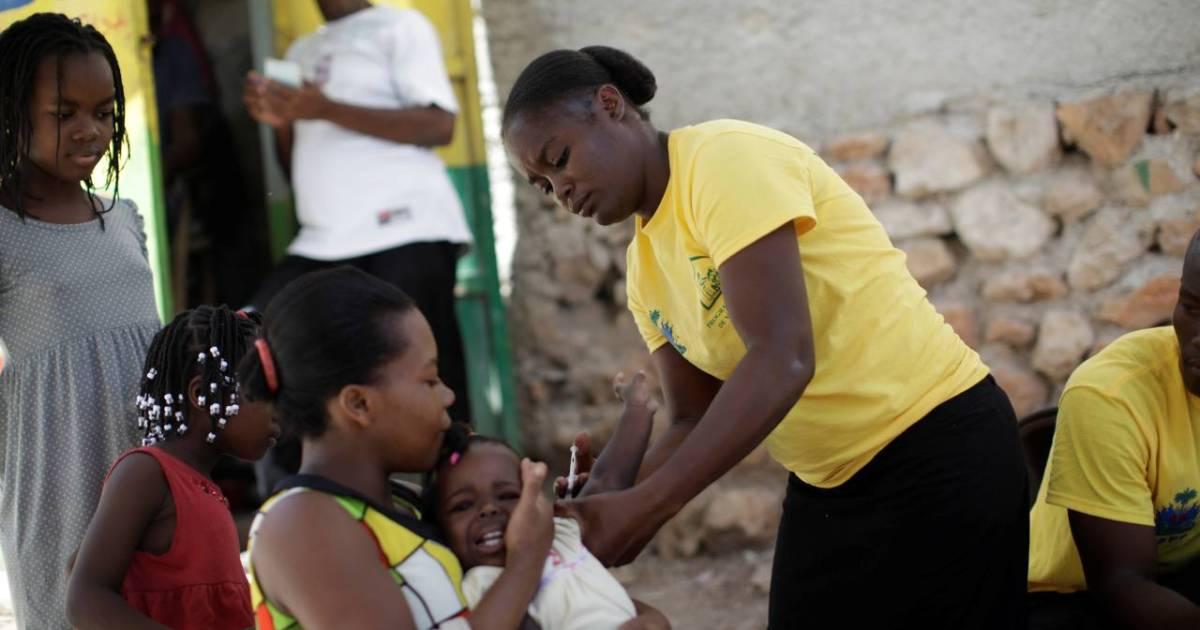 COVID-19: Poor left behind as rich nations 'hoarding vaccines' | Coronavirus  pandemic News | Al Jazeera
