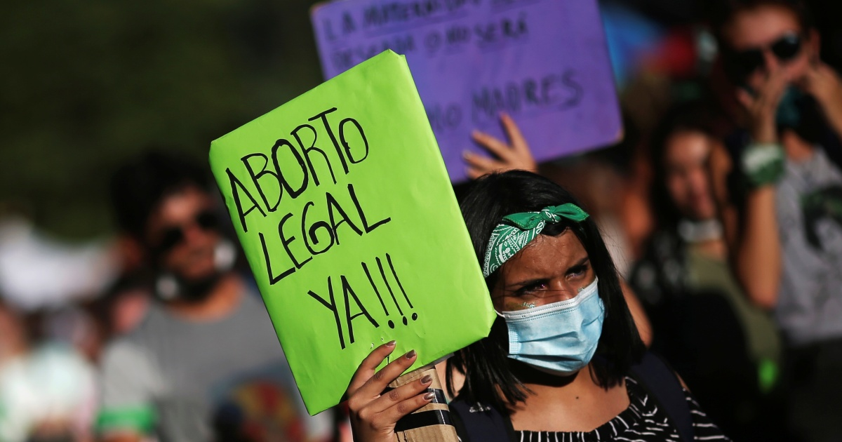 Argentina on the cusp of historic vote to legalise abortion thumbnail