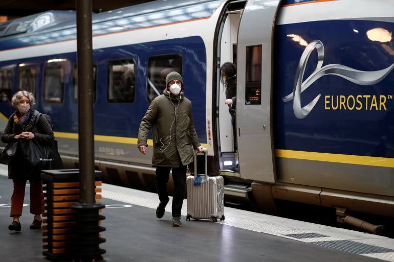 Passengers arrive at the Eurostar terminal at Gare du Nord train station, amid the COVID-19 pandemic, in Paris, France December 23, 2020 [Benoit Tessier/ Reuters]
