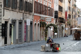 Italy returns to a complete lockdown during the Christmas season as part of efforts to curb the spread of the coronavirus disease (COVID-19) [Yara Nardi/Reuters]