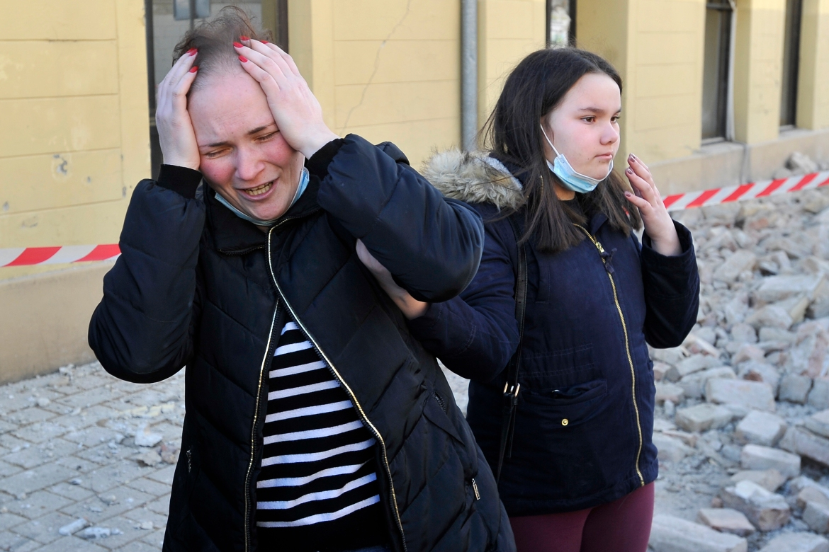 A woman cries after buildings in her neighbourhood in Petrinja were damaged in the earthquake. [AP Photo]