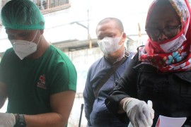 Election workers disinfect the ballots of COVID-19 patients in Indonesia [Tonggo Simangunsong/Al Jazeera]