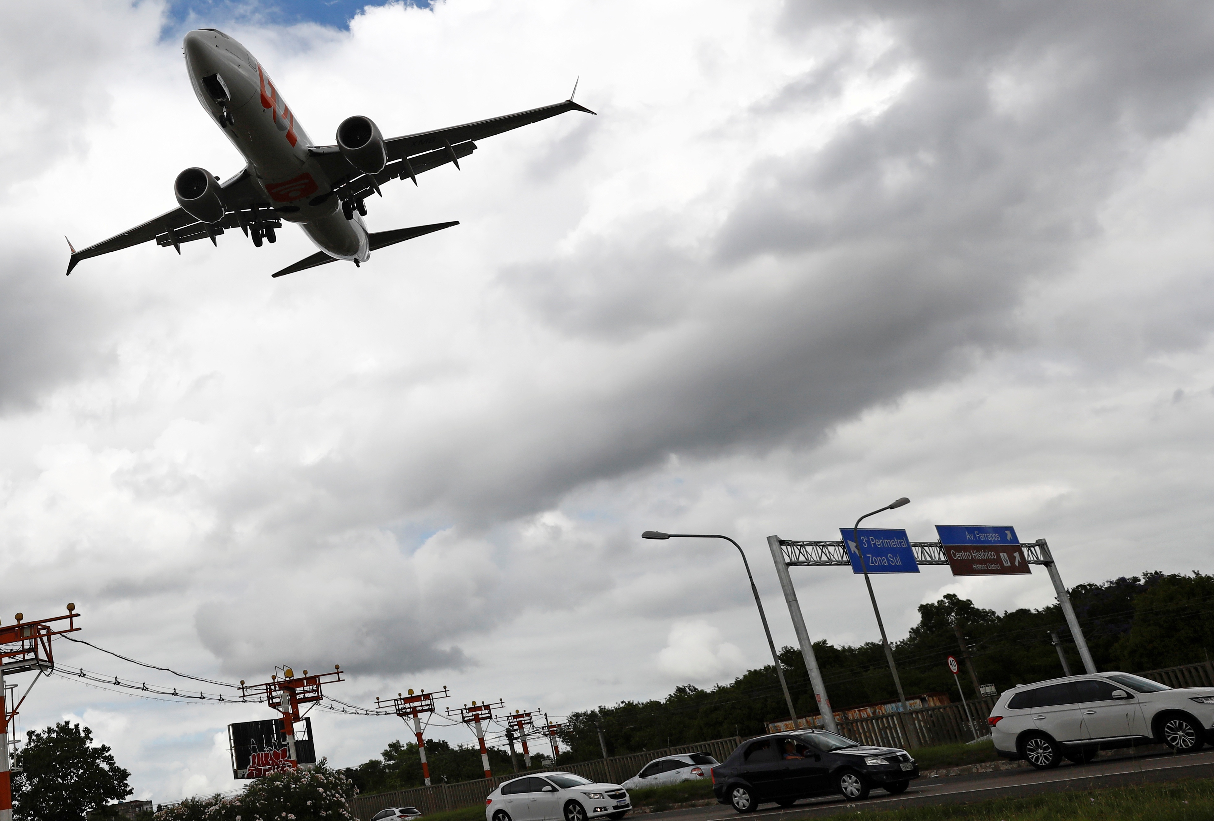 Boeing 737 MAX makes first U.S. commercial flight since crashes