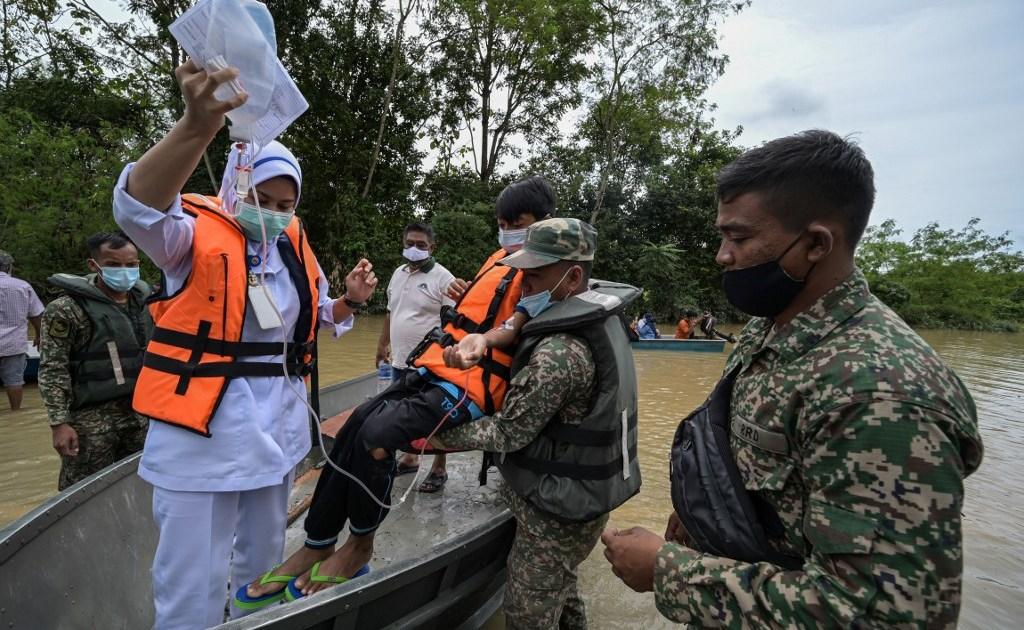 Six dead, nearly 50,000 evacuated in Malaysia floods | Floods News | Al Jazeera